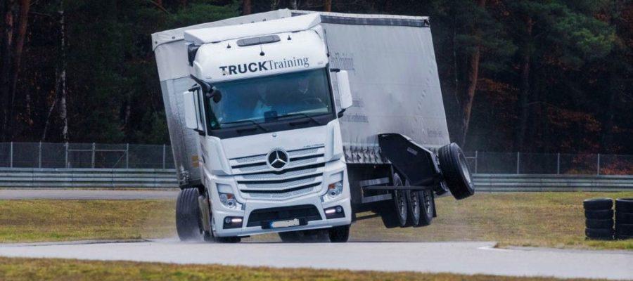 торможение грузового автомобиля