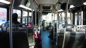 посадка пассажиров в автобус